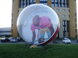marco_pantani_nella_biglia_gigante